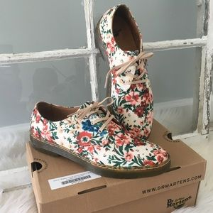 New in box! ✨Dr Martens floral shoes UK8/US10